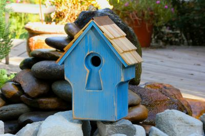 Heartwood Peeper Keeper Birdhouse - Rustic Blue 212C