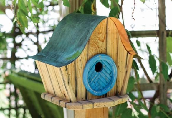 Heartwood Katy's Kottage Bird House - Natural/Blue Door 237C
