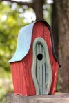 Heartwood LanceLoft Bird House - Red/Green Door 236C